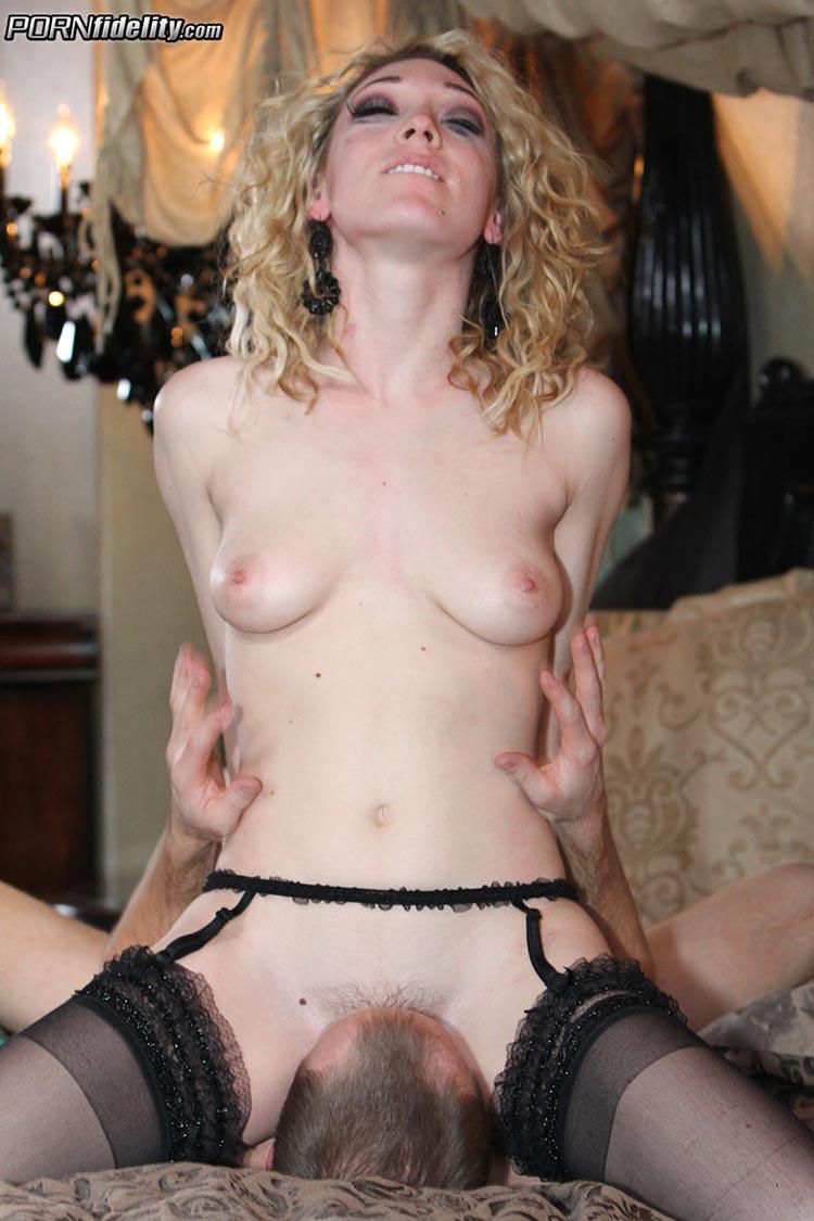 Lily Luvs порно модель
