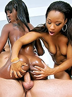 Imani Rose and Sierra Banxxx shows her ass