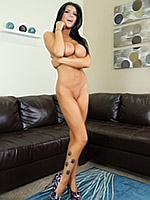 Romi Rain shows her amazing body